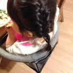 子供の編み込み。保育園で双子の髪を編んでもらいました