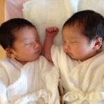 双子の新生児写真。3000g越え×2で産まれた双子