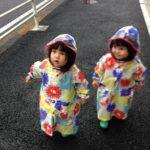 子供のレインコートはいつから?傘、長靴は?双子育児